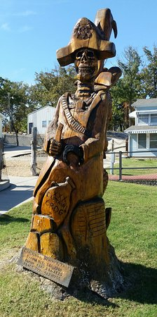 Sunrise Beach, MO: Wood carvings