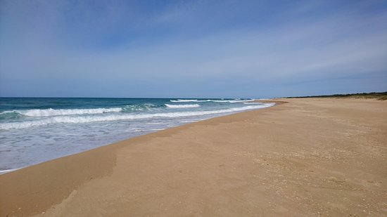 Lakes Entrance, Australia: The view west from the beach
