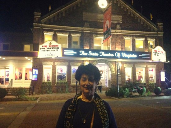 The Martha Washington Inn and Spa: Joan across street from The Barter Theatre