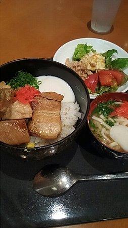 Ryukyu Dining Donanchi: 外観と料理