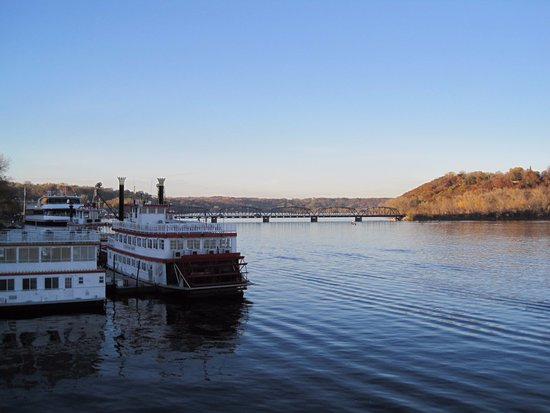 สติลวอเตอร์, มินนิโซตา: Lovely view of the St. Croix River and other Paddle wheel boats used for trips on the river.