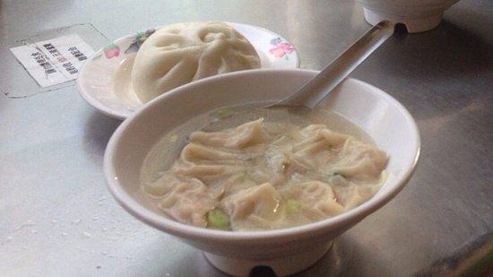 Yan Ji Pork Bun: 推薦~餛飩湯