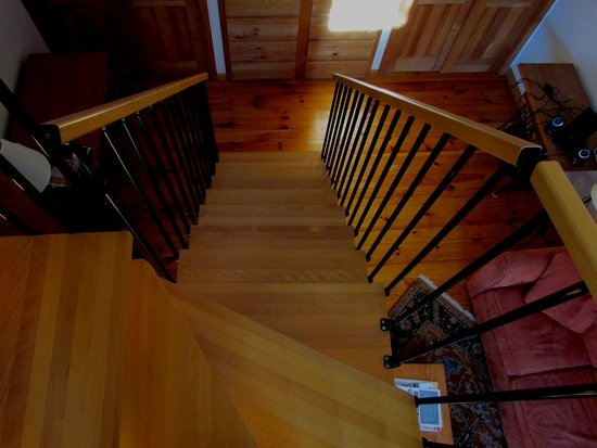 Newfane, VT: Unique stairs to loft