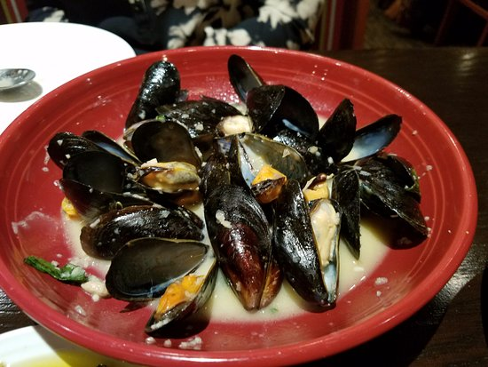 Smithtown, NY: Yummy mussel appetizer with a garlic creamy wine sauce $12.49