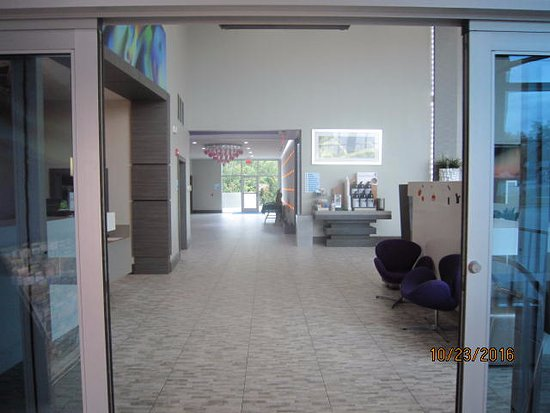 Garland, TX: Towards the door to outside going to the pool and additional parking.