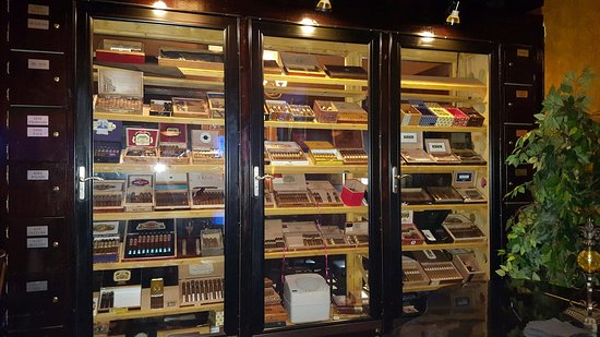Addison, TX: Cigar room selection