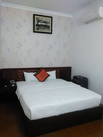 Brandi Hotel: this is the room that i stay on that day , it was clean and hygine