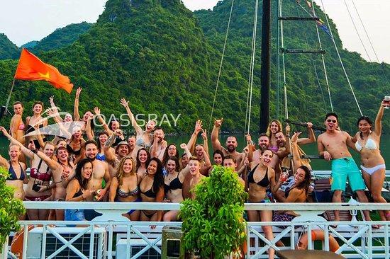 Tuan Chau Island, Vietnam: Oasis Bay Party Cruise Halong Bay