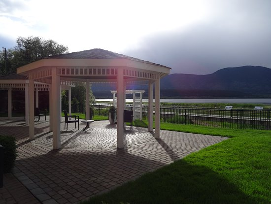 Salmon Arm, Canadá: outside our room seating area and views