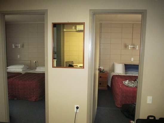 Epsom, Neuseeland: Photo of the two rooms in our suite