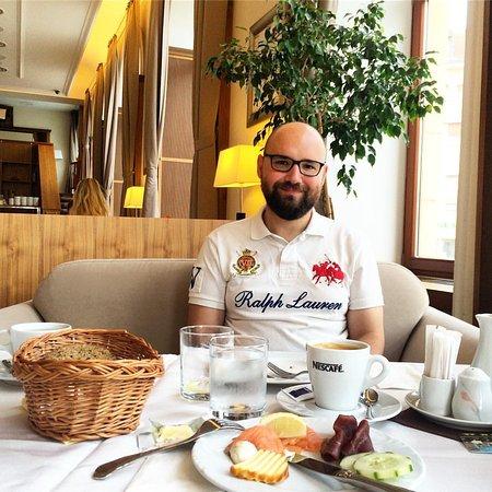 Trencin, Słowacja: Breakfast in bar area