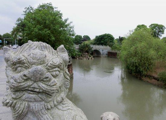 Nanchang, Kina: Bada Shanren Memorial Hall stone bridge