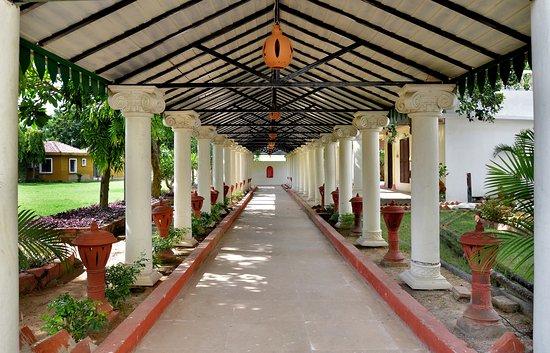 Regenta camellia resort spa santiniketan bolpur indien omd men och prisj mf relse for Resorts in santiniketan with swimming pool
