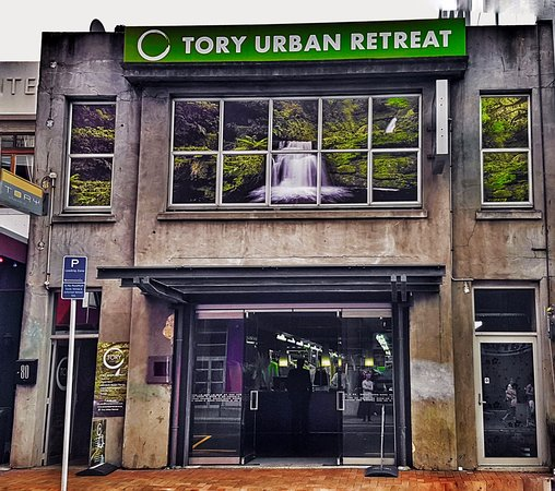 ‪Tory Urban Retreat‬