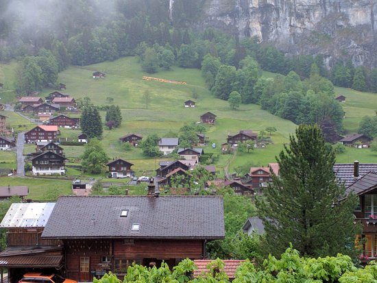 Hotel Oberland: The View from Room 25...dont miss the yellow train going to Wengen