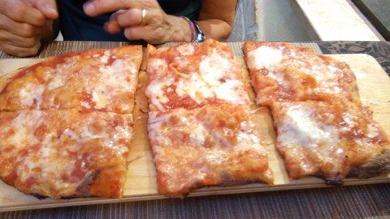 Aprilia, Italia: pinsa decente,modi sgarbati