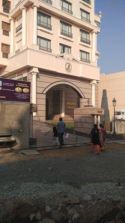 Hotel Krishna Palace: Entrance of the hotel