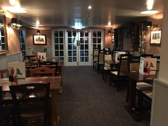Hurst, UK : The Jolly Farmer Public House