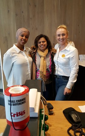 Хейс, UK: My wife Dilhani with two frendly receptionists at check out!