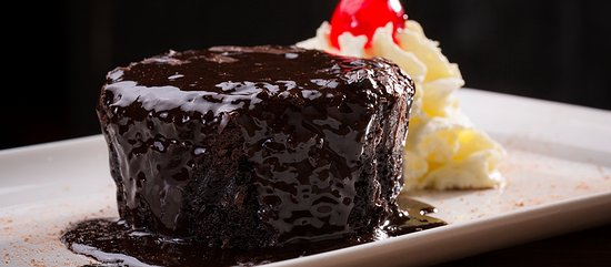 Randburg, Afrique du Sud : Chocolate dessert smothered in a decadent chocolate sauce