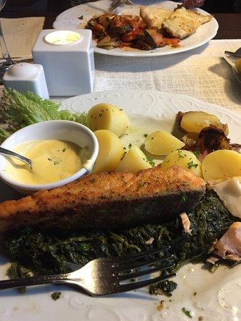 Dahme, เยอรมนี: perfekt gebratenes Lachs