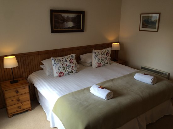 Newtonmore, UK: Hazel downstairs king bedroom