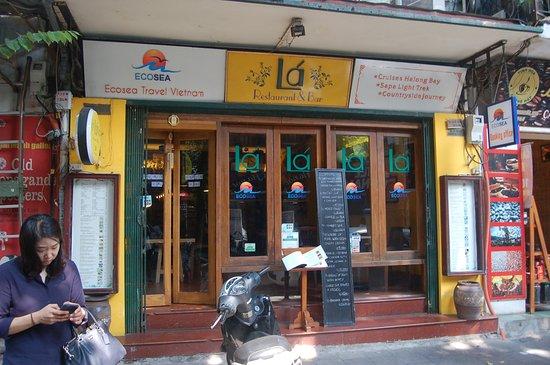 La Restaurant and Bar: the entrance