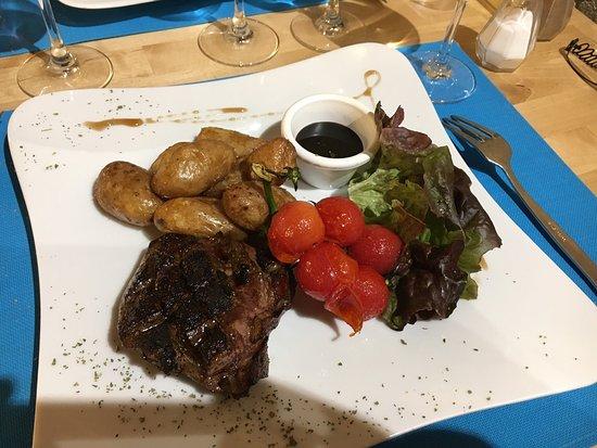 Étauliers, France : Bon repas en amoureux