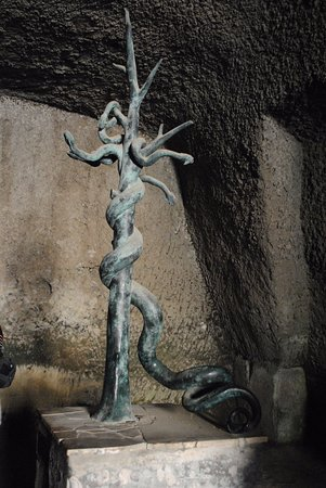 Ercolano, Italie : At the centre of the (still buried) cruciform pool (50m x 30m) in the Palaestra in Herculaneum w