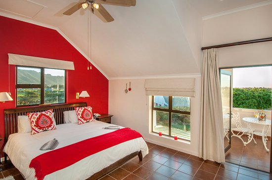 Gordon's Bay, South Africa: Superior room with private Balcony. Also our honeymoon suite.