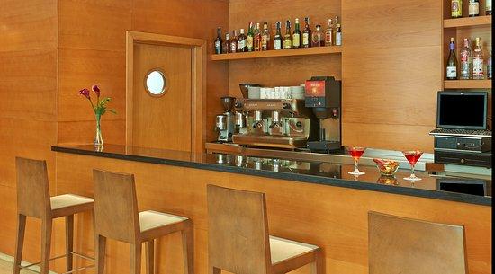 NH Hesperia Barcelona del Mar : Bar