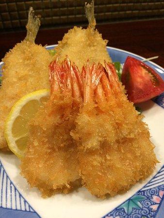和モダンな空間と新鮮な魚