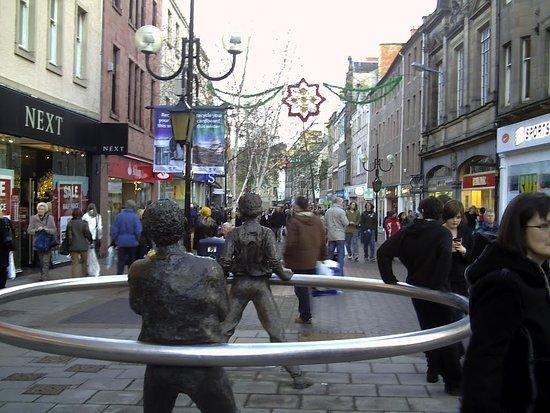 เพิร์ท, UK: High Street, PCHall is in a few steps of walk, just round the corner...