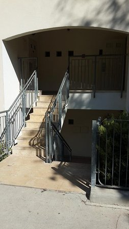 Tzuba Hotel: Rooms entrance
