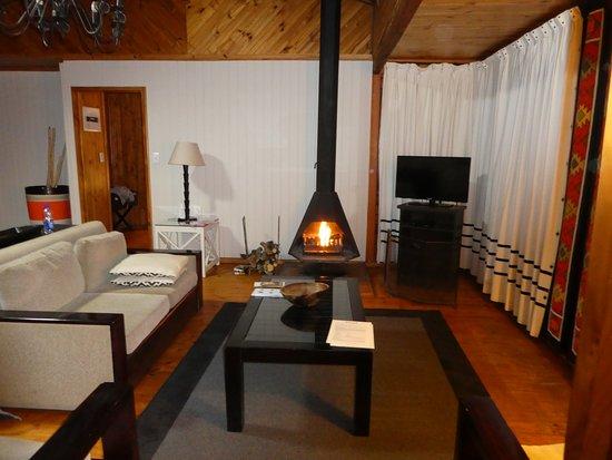 Kenton-on-Sea, Afrique du Sud : Lounge area with fire!