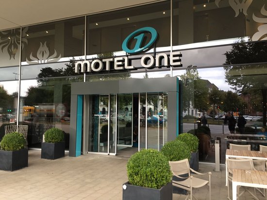 haupteingang picture of motel one hamburg am michel hamburg tripadvisor. Black Bedroom Furniture Sets. Home Design Ideas