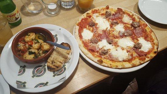 Crieff, UK: Meatball pizza