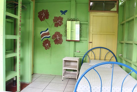 Veronica's Place Cabinas: Triple Room with Private Bathroom