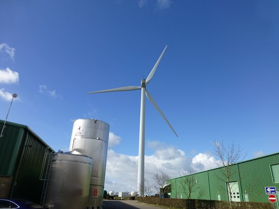 Garstang, UK: Dewlays own electric power turbine.