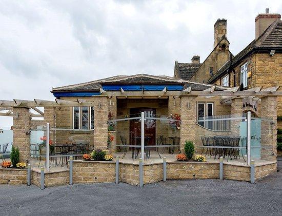 Badsworth, UK: The Jacobean Pub Outside
