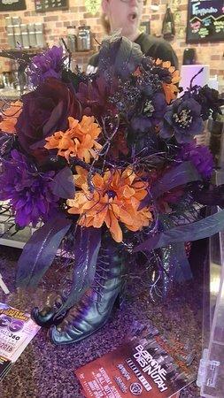 Temple, Τέξας: Handmade Halloween bouquet by an employee