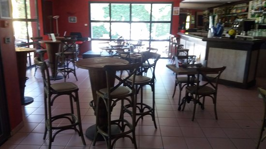 Saint-Andiol, France: Salle à manger coté Bar
