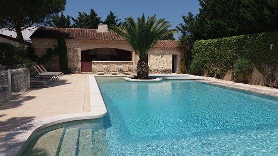 Saint-Andiol, Frankrike: Grande piscine ouverte de 7h à 20h tous les jours, accessible aux clients de l'Hôtel et de Resta