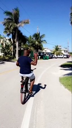 Manasota Key, FL: Enjoying the Bikes provided! Great quality bikes!