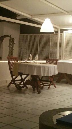 Posada Mediterraneo: La mesa bien servida, esperando por nosotros, minutos antes de la cena