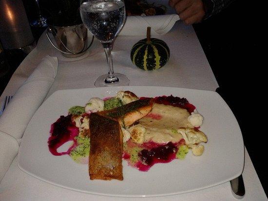Neuss, Alemanha: Рыбное блюдо из меню ресторана
