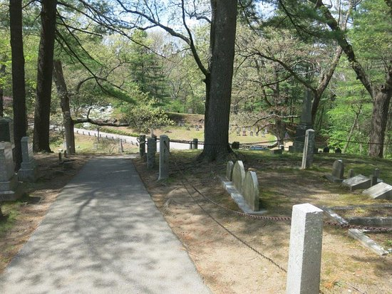 Concord, MA: Cemetery paths