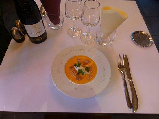 Villefranche-sur-Saone, France: Velouté de potiron et lardons