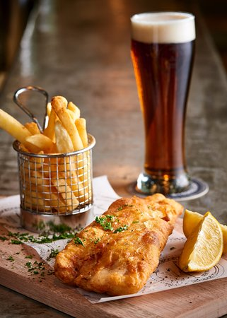 Kempton Park, Zuid-Afrika: ACB Beer Battered Fish & Chips with ACB Draught