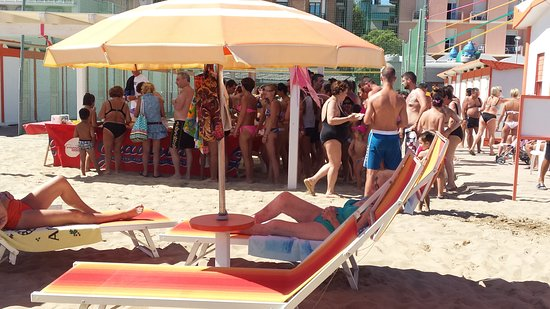 Rivazzurra, İtalya: Ferragosto in spiaggia